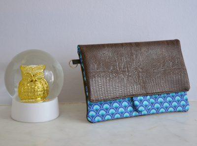 Portefeuille Bleu Souris en simili cuir et tissus avec un motif d'écailles bleu