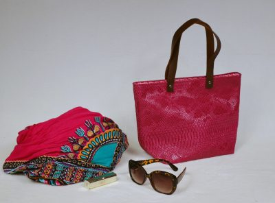 Cabas Swap de la marque Bleu Souirs en simili cuir rose effet dragon et en popeline géométrique rose et argent.