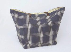 Présentation du cabas XL gris à carreaux . Réalisé par Bleu Souris